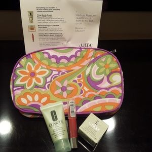 BRAND NEW WITH TAGS CLINIQUE 3 PIECE SET & BAG